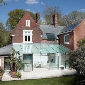 Модерна стъклена пристройка в Англия