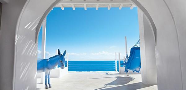 Абсолютен лукс в синьо и бяло в хотел Mykonos Blu