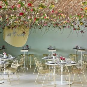 Рози и нежни цветове в павилиона на Лексус