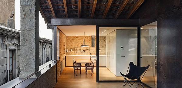 Красиво реставрирана сграда в Херона, Испания