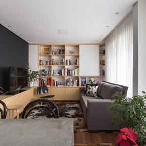Светъл апартамент с библиотека за млада бразилска двойка