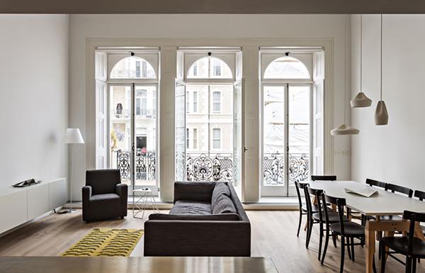 Апартамент с впечатляващи френски прозорци