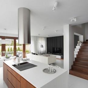 Красива къща в бяло, черно и орех от Южна Полша