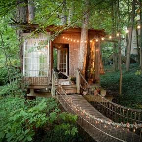 Приказна къщичка сред дърветата в Атланта